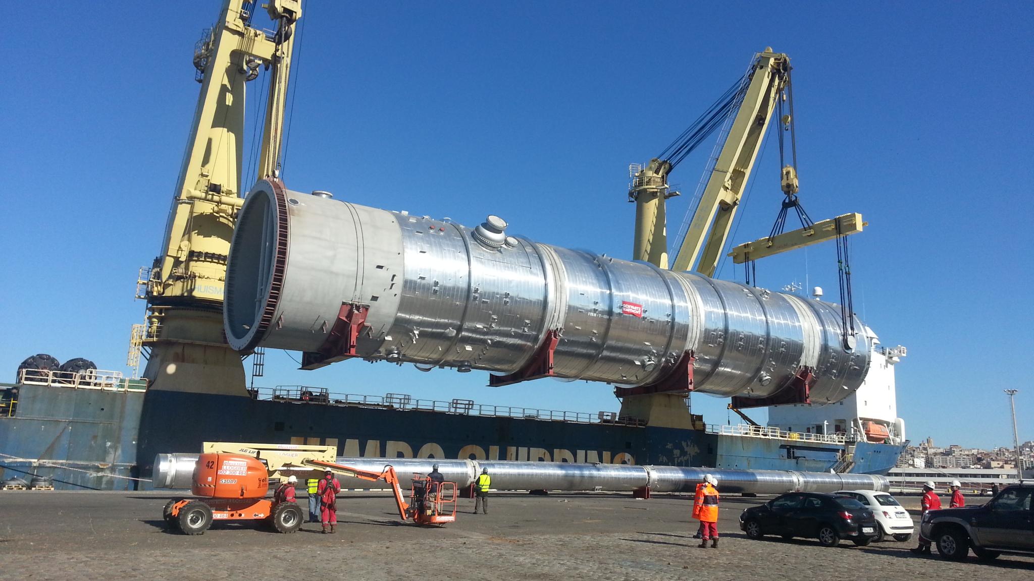 Inspección carga pieza en buque